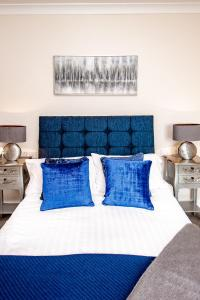 A bed or beds in a room at Trivelles Seaview Blackpool