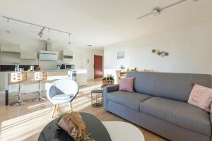A seating area at Michel-Ange, Appartement avec Terrasse et Parking