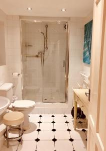 A bathroom at Hudsons