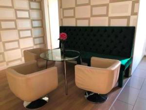 A seating area at Berlinapartments-Downtown
