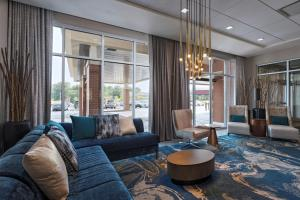 A seating area at Courtyard St. Louis Brentwood