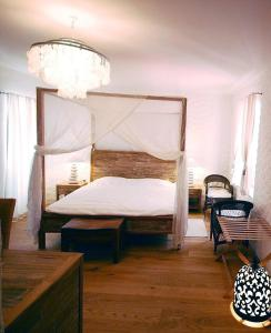 A bed or beds in a room at Boutique Hotel Placa