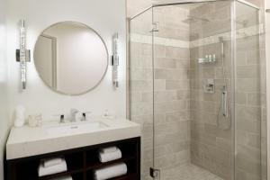 A bathroom at Hotel Atwater