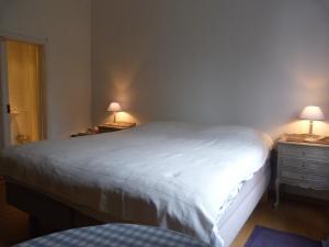 Een bed of bedden in een kamer bij B&B Sparrow's Nest