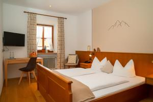 A bed or beds in a room at Land Wirtschaft Höß