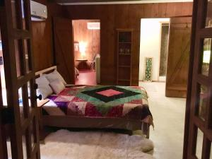 A bed or beds in a room at Joshua Tree Ranch House