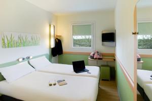 Llit o llits en una habitació de Ibis Budget Madrid Centro Las Ventas