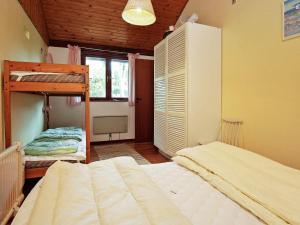 Ein Etagenbett oder Etagenbetten in einem Zimmer der Unterkunft Holiday home Nykøbing Sj