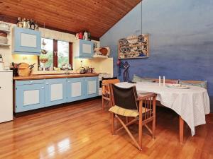 Ein Restaurant oder anderes Speiselokal in der Unterkunft Holiday home Nykøbing Sj