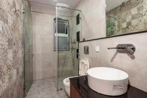 A bathroom at Sunshine Boutique Hotel