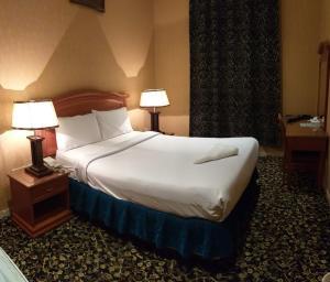 Cama ou camas em um quarto em Qasr Al Khalij Hotel