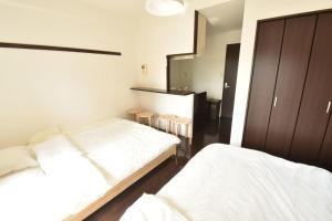 A bed or beds in a room at Enzo Shin-Osaka C
