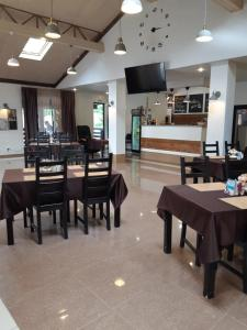 A restaurant or other place to eat at Hotel Kashtan