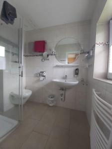 A bathroom at Der Mühlenhof