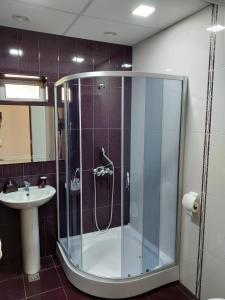 A bathroom at DownTown B&B