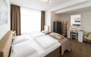 Een bed of bedden in een kamer bij Het Vlielandhotel