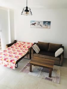 A seating area at Royal Life Residence Studio Daris