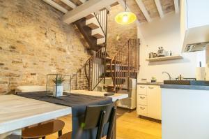 A kitchen or kitchenette at La Corte del Grillo