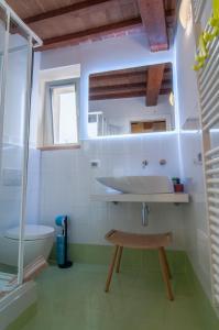 A bathroom at La Corte del Grillo