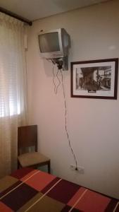 Una televisión o centro de entretenimiento en Hostal Patrón
