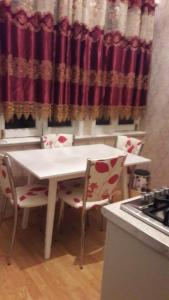A cozinha ou cozinha compacta de PARK SAHIL metro SAHIL