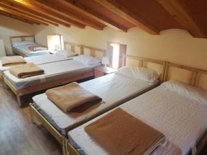 A bed or beds in a room at Casón Salto de Roldán