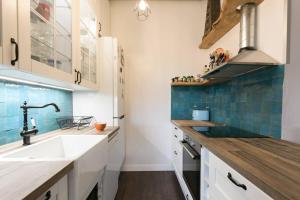 A kitchen or kitchenette at Duplex Plaisir
