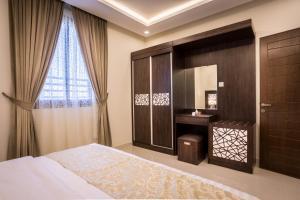 Cama ou camas em um quarto em Al Louloah Al Baraqah Furnished Apartments