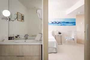 A bathroom at ALEGRIA Mar Mediterrania - Adults Only 4*Sup