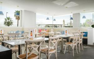 A restaurant or other place to eat at ALEGRIA Mar Mediterrania - Adults Only 4*Sup