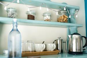 A kitchen or kitchenette at Victoria Inn