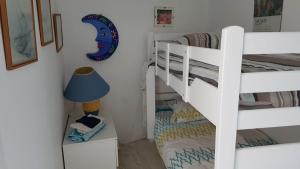 A bunk bed or bunk beds in a room at Chambre d'hôtes Habitation Bougainville