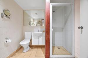 A bathroom at Balmoral On York
