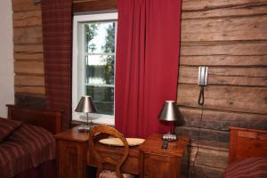Ein Sitzbereich in der Unterkunft Hotel Sininen Helmi