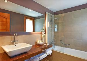 Un baño de Hotel Grèvol Spa
