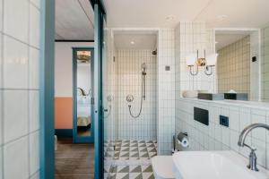 Een badkamer bij Hotel BOAT & CO