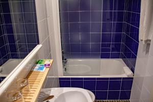 A bathroom at Hotel Universal Murcia