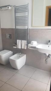 A bathroom at Ginevra Palace Hotel