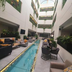 A piscina localizada em 180 Executive Suites AlNarjes ou nos arredores