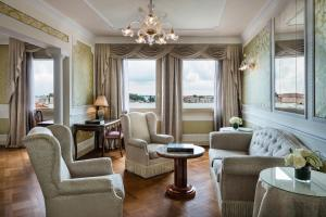 A seating area at Baglioni Hotel Luna - The Leading Hotels of the World