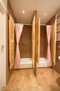 A bathroom at 3 Bros' Hostel Cieszyn
