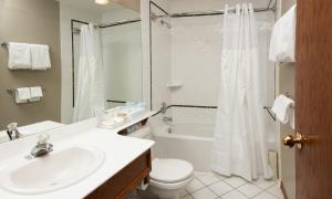 A bathroom at Whistler's Inn