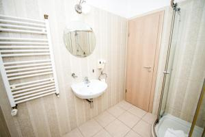 A bathroom at Hotel Ramina