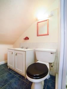 A bathroom at The Hillside Hotel