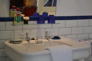 """A bathroom at """" Chimay B & B """""""