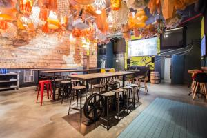 The lounge or bar area at Generator Barcelona
