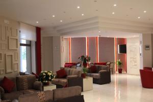 The lobby or reception area at Santa Caterina Hotel & Bike