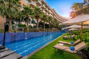 The swimming pool at or near Rixos The Palm Hotel & Suites - Ultra All Inclusive