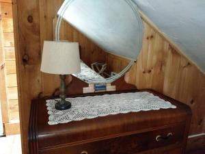 A bed or beds in a room at Oldest Town of Cape Cod In The Historic District