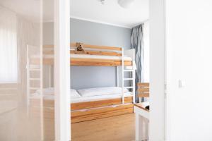 Ein Etagenbett oder Etagenbetten in einem Zimmer der Unterkunft Hotel Lützow